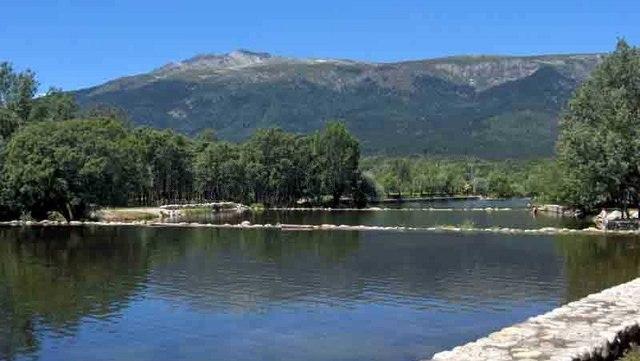 Nos vamos al r o excursi n a las presillas piscinas for Rascafria madrid piscinas naturales