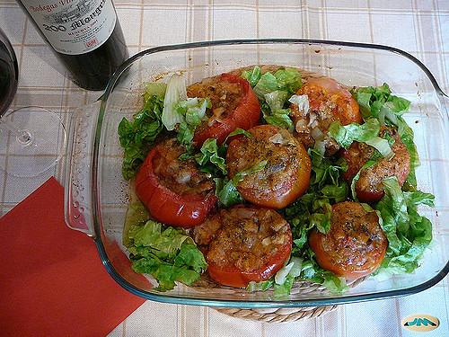 Receta por raciones: Tomates rellenos de salchichas