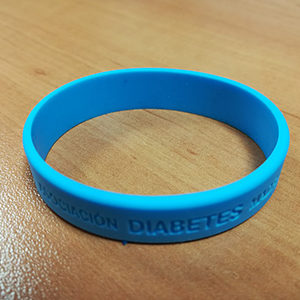 pulsera de silicona con mensaje personalizable