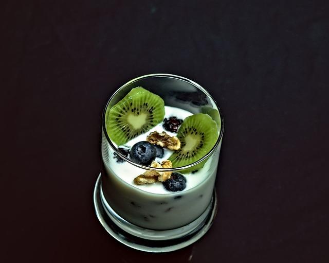 Receta por raciones: Postre de kiwi con salsa de yogurt y vainilla