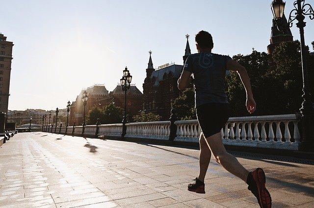Cuidados del pie en casa y práctica deportiva durante el confinamiento y desescalada